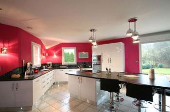 Changer ses meubles de cuisine fourniture et pose de for Grande cuisine equipee