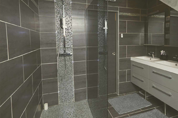 installation de salle de bain pose de baignoire douche et toilettes. Black Bedroom Furniture Sets. Home Design Ideas