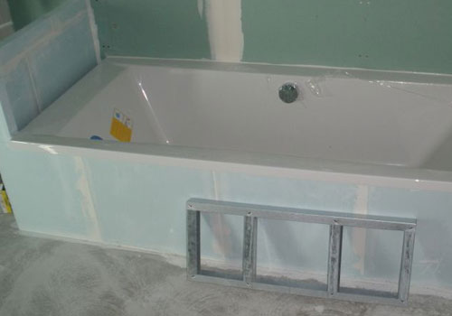 Fourniture et pose de cloison hydrofuge pour salle de bain - Pose d une baignoire acrylique ...