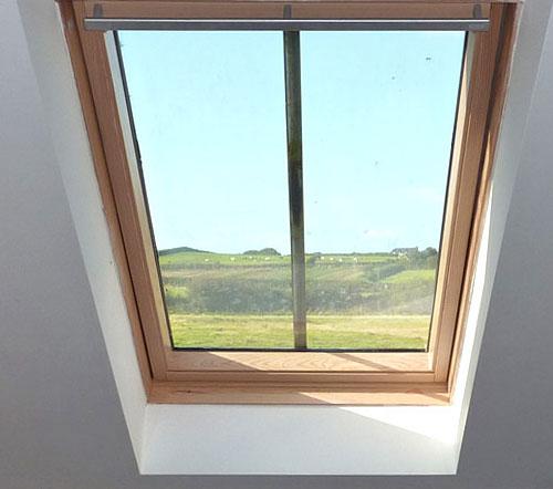 Installation de velux et fenetre de toit fourniture et pose for Installation fenetre de toit