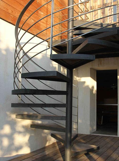 Installation d un escalier exterieur fourniture et pose en exterieur - Poser un escalier en colimacon ...