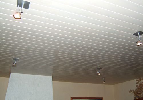 Installation de lambris sur mur et plafond fourniture et pose lambris - Pose de lambris pvc au plafond video ...