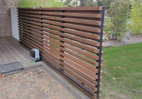 pose d un portail en bois pvc ou acier fourniture et installation. Black Bedroom Furniture Sets. Home Design Ideas